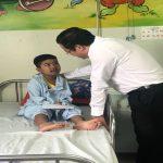 Hội đồng nhân dân thành phố Đà Nẵng tặng quà cho các cháu bệnh nhi